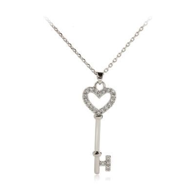 Ezüstözött, kristályköves nyaklánc kulcs alakú medállal